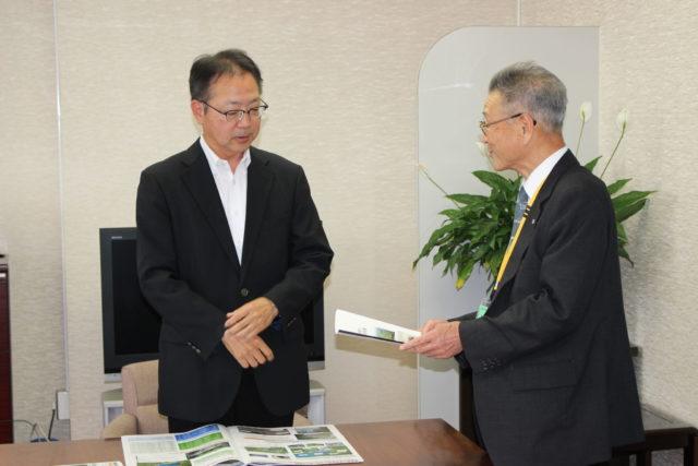 印藤北陸農政局長に要望する関川地区土地改良区連合永井理事長